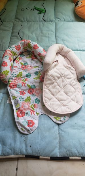 Newborn carseat head support for Sale in Fort Lauderdale, FL