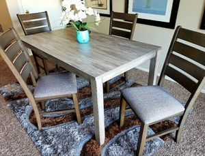 GRAY DINING ROOM TABLE WITH 4 CHAIRS for Sale in Las Vegas, NV
