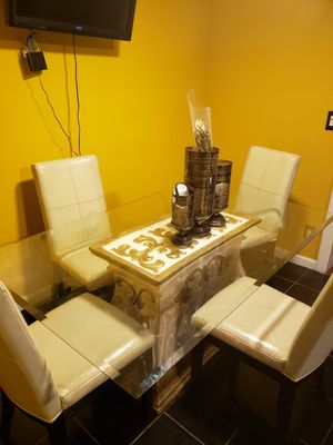 dining room table w/ chairs for Sale in San Diego, CA