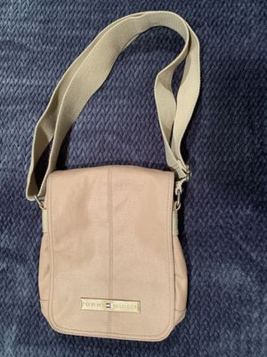 Tommy Hilfiger Crossbody 100% Leather Messenger Bag for Sale in San Diego, CA