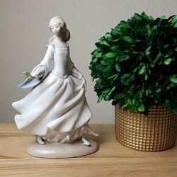 Vintage Lladro #4828 Cinderella Figurine for Sale in Redmond,  WA
