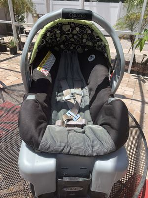 Graco Snug Ride 30 Infant Car seat with Base for Sale in Kenneth City, FL