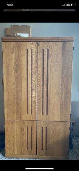 Cabinet. FREE for Sale in Glen Ellyn, IL