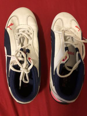 White Pumas Leather Women Shoes size US 7 for Sale in Miami, FL