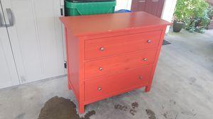 3 drawer dresser FREE for Sale in Zephyrhills, FL