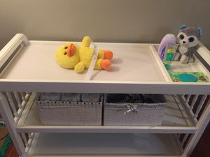 BABY CHANGING TABLE with extra space for Sale in Dallas, TX