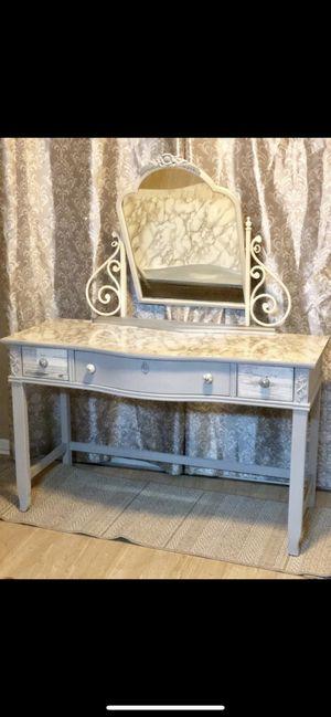 Makeup vanity desk for Sale in Davie, FL