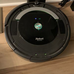 iRobot Roomba 690 Wi-Fi Connected Vacuuming Robot for Sale in Tyngsborough, MA