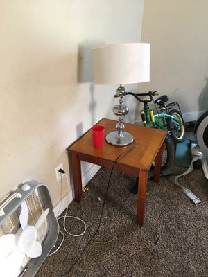 Two end tables n lamps for Sale in Murfreesboro, TN