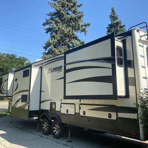 2015 Alpine 5th Wheel 36ft 6 Power Slides for Sale in Lake Wales, FL