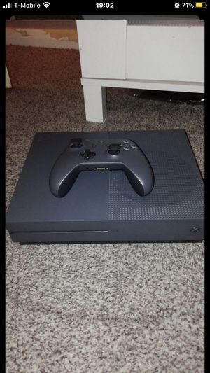 XBOX ONE S LIMITED EDITION GRAY AND MODERNWARFARE for Sale in Miami, FL