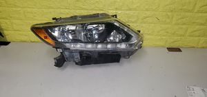2014 - 2015 NISSAN ROGUE RIGHT PASSENGER SIDE HALOGEN HEADLIGHT W/ ACCENT LED USED OEM B32 for Sale in Lynwood, CA