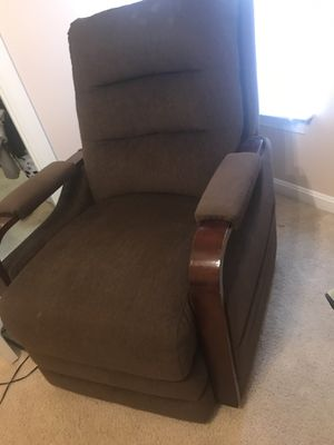 Reclining chair electrical very comfortable (good condition) for Sale in Sully Station, VA