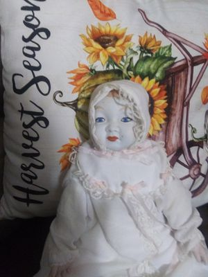 Antique doll perfect condition for Sale in Lake Wales, FL
