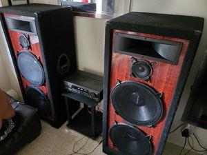 Pro studio speaker system.. 900 watts.. for Sale in Providence, RI