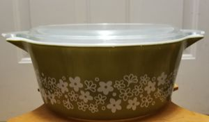 Pyrex Spring Blossom 2.5qt casserole dish with lid for Sale in Riverside, CA