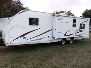 2010 North Trail travel trailer with the super slide out excellent shape for Sale in Kissimmee, FL