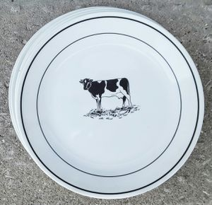 "Rare corelle corning corningware Annie's cow dinner plates 10"" x 5 ! for Sale in Saginaw, MI"
