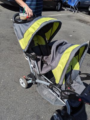 Double stroller for Sale in Hartford, CT