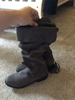 Size 5 Girls Grey boots for Sale in Billings, MT