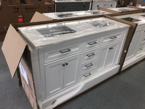 """60"""" bathroom vanity soft close quartz top two sinks DEAL for Sale in Federal Way, WA"""