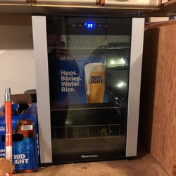 Beer/mini Fridge for Sale in Vancouver,  WA