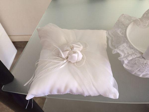 Wedding basket, pillow and pen