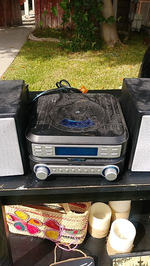 Cd player with aux cord for Sale in Rialto, CA