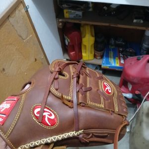 Baseball glove for Sale in San Bernardino, CA