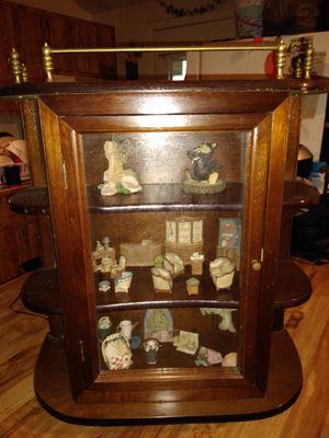 Antique small curio cabinet for Sale in Mount Dora, FL