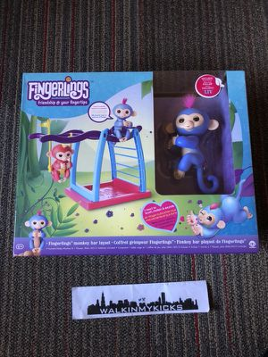 FINGERLING LIV WITH MONKEY BAR SET for Sale in Naperville, IL