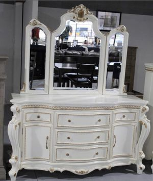 Victorian dresser and mirror for Sale in Houston, TX