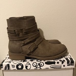 G By Guess Boots Size 7.5 for Sale in Seattle, WA
