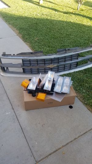 Chevy silverado headlights and grille for Sale in Perris, CA
