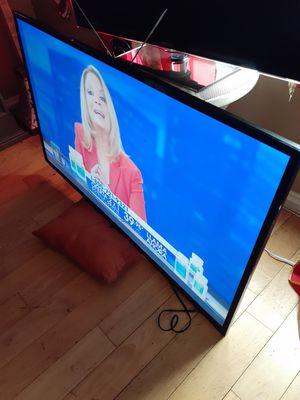 Tv vizio smar de 60 inch chingona vien cuidada vista bonita 280' firmmmm no negosiable varata vase i control for Sale in Los Angeles, CA
