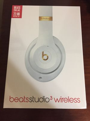 Beats Studio3 Wireless Noise Cancelling Over-Ear Headphones - White for Sale in North Miami Beach, FL