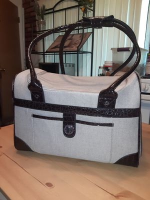 Very nice small to medium puppy traveling bag for Sale in Hazelwood, MO