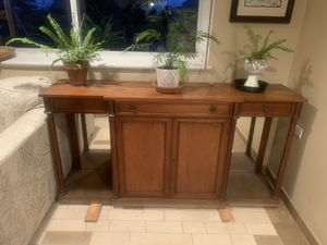 Tv stand 66x34x15 for Sale in Rosemont, IL