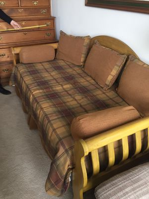 Twin size wood daybed with trundle bed for Sale in Upland, CA