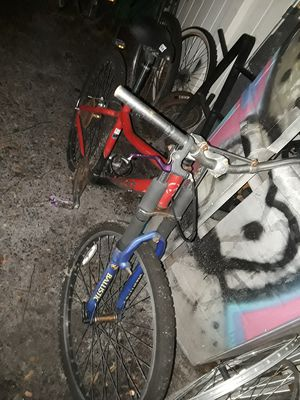 Giant boulder downhill mountain bike for Sale in Orlando, FL