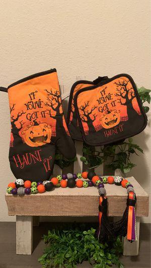 Halloween oven mitt & pot holder set for Sale in Saint Benedict, LA