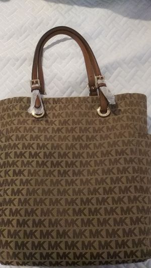 Michael kors hand md tote bag for Sale in Melrose Park, IL