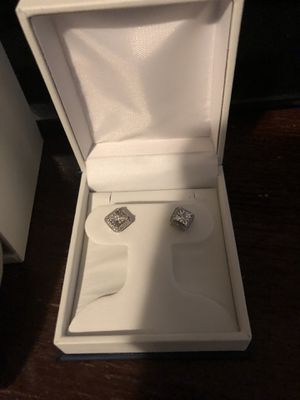Diamond earrings brand new for Sale in Chicago, IL