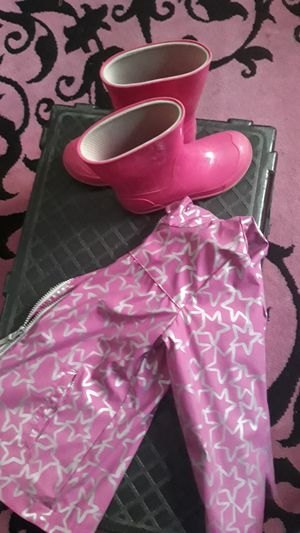 RAIN BOOTS & RAINCOAT (boots11/12 GIRLS) , dress boots & girl clothes for Sale in Bakersfield, CA