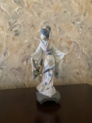 LLADRO PORCELAIN FIGURINE for Sale in Banning, CA