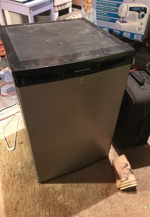 SMALL FRIGIDAIRE for Sale in Daly City, CA