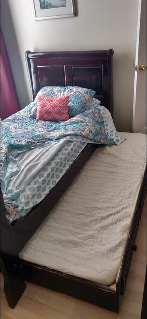 Bunk bed twin size with matress and memory foam mattress for Sale in Zephyrhills, FL