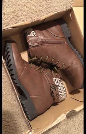 Girls Kids Brown Boots ( Size 1 ) for Sale in San Antonio, TX
