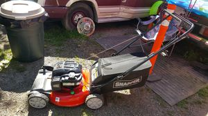 Snapper self propelled Briggs and stratton motor internal hose for easy under clean up 6.75 hp for Sale in Snohomish, WA