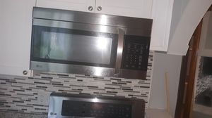 Very nice LG over the range microwave. Barely used for Sale in Newport News, VA